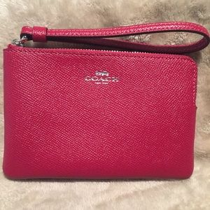NEW COACH Corner Zip Leather Wristlet